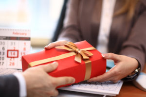 Actul de a darui este un cadou in sine