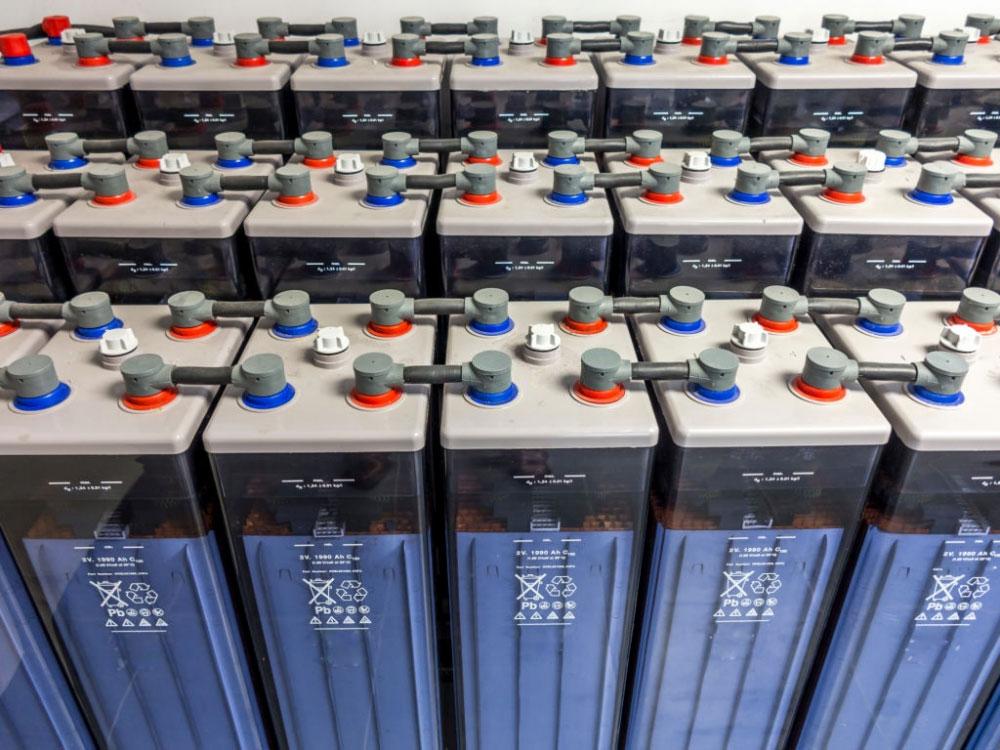 Ce presupune procesul de regenerare a bateriilor cu plumb?